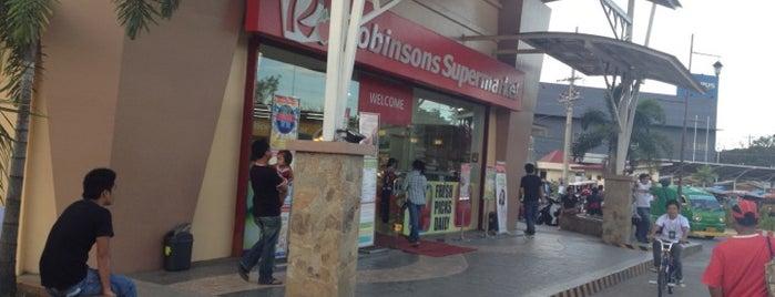 Robinsons Supermarket is one of Locais curtidos por Danny.