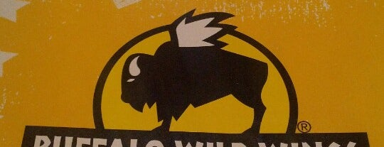 Buffalo Wild Wings is one of Lugares favoritos de Aaron.