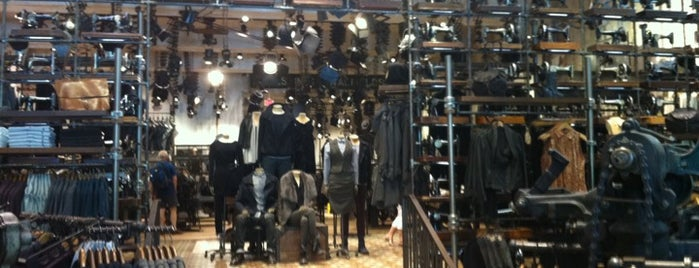 AllSaints is one of Pablo 님이 좋아한 장소.