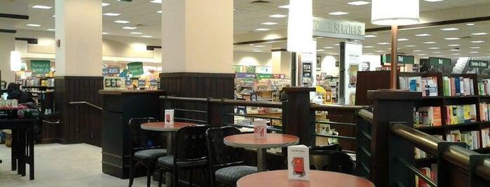 Barnes & Noble is one of Pablo : понравившиеся места.