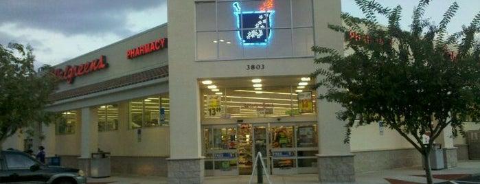 Walgreens is one of สถานที่ที่ Victoria ถูกใจ.