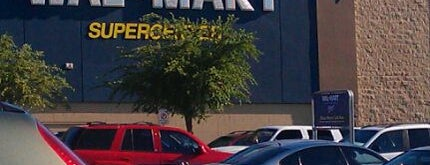 Walmart Supercenter is one of Stephanie 님이 좋아한 장소.