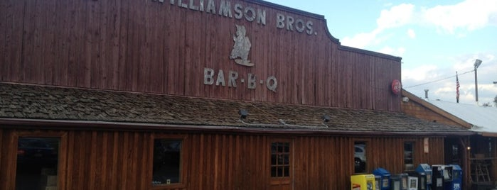 Williamson Brothers Bar-B-Q is one of Tempat yang Disukai Todd.