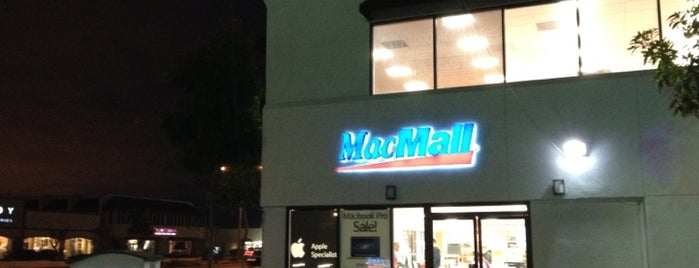MacMall Retail Store is one of Michaelさんのお気に入りスポット.