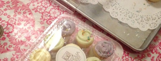 Magnolia Bakery is one of NYC x Eating the Big Apple.
