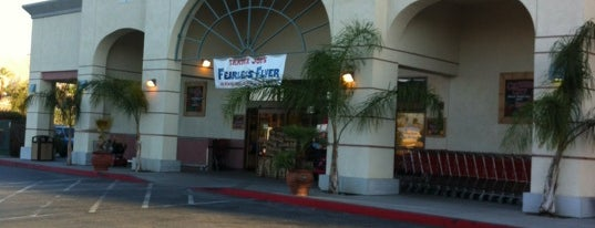 Trader Joe's is one of สถานที่ที่ Pericles ถูกใจ.