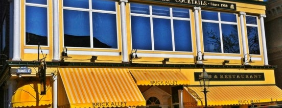 Brick Alley Pub & Restaurant is one of Michael 님이 좋아한 장소.