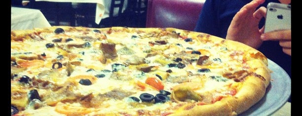 Lizzano's Pizza is one of KATIEさんのお気に入りスポット.