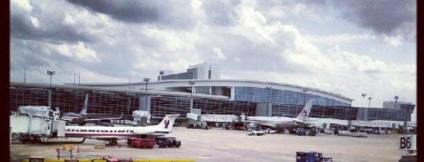 ท่าอากาศยานนานาชาติดัลลัส ฟอร์ทเวิร์ธ (DFW) is one of AIRPORT.