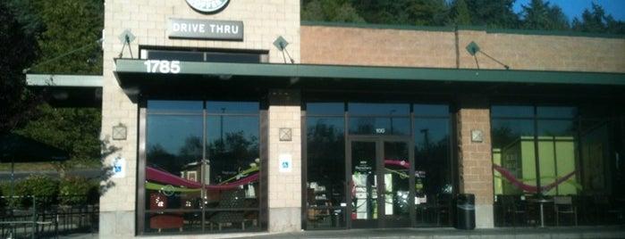 Starbucks is one of Lugares favoritos de Matt.