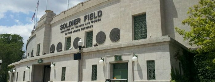 Soldier Field is one of Lugares favoritos de Mike.