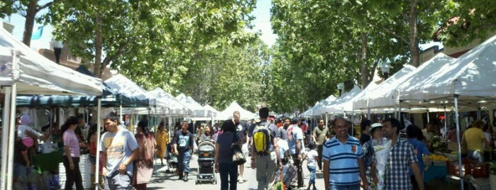 Sunnyvale Farmers' Market is one of Locais curtidos por Mark.