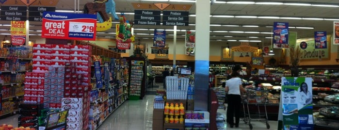 Albertsons is one of Lugares favoritos de Andrew C.