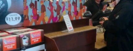 Dunkin' is one of Lisa : понравившиеся места.