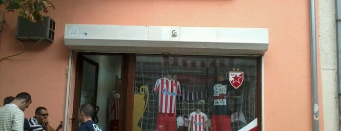 Red Star Shop Pancevo is one of Orte, die Teodora gefallen.