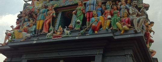 Sri Mariamman Temple is one of My Singapore Trip'12.