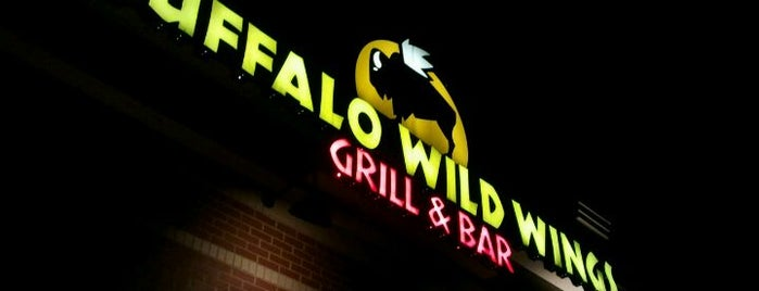 Buffalo Wild Wings is one of Locais curtidos por Matt.