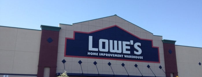 Lowe's Home Improvement is one of Ryan'ın Beğendiği Mekanlar.