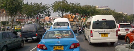 Lan Luang Road is one of Favorite affordable date spots.