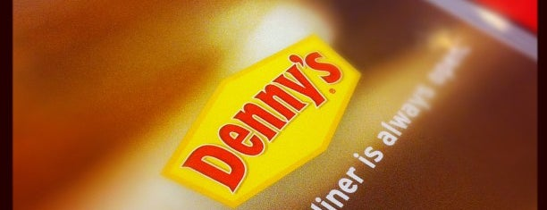 Denny's is one of Lugares favoritos de Stephania.
