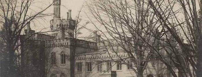 Yates Castle is one of Kelly'in Kaydettiği Mekanlar.