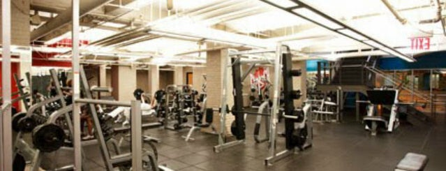 Crunch Fitness - 59th Street is one of Locais curtidos por Elena.