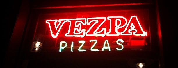 Vezpa Pizzas is one of Lugares favoritos de Joao.