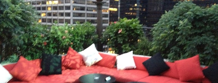 The Kimberly Hotel is one of Rooftop Bars with Drinks to get Drunk in NYC.