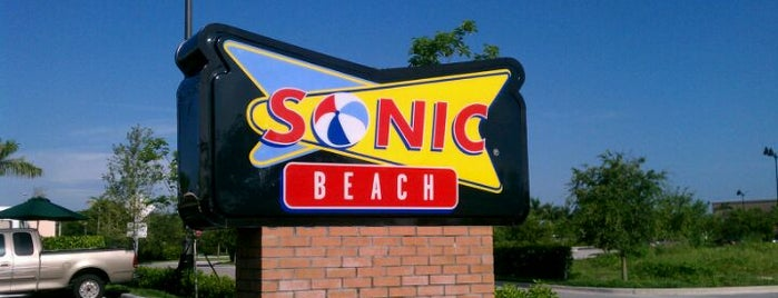 Sonic Beach Drive-In Homestead is one of Lieux sauvegardés par Maribel.