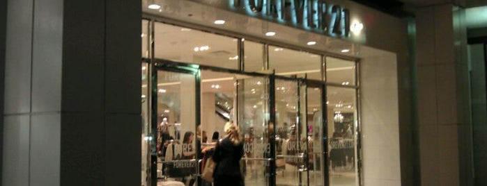 Forever 21 is one of Lieux qui ont plu à Heather.