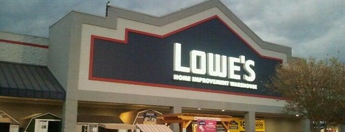 Lowe's Home Improvement is one of Orte, die Angela gefallen.