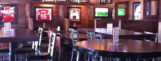 Babes Sports Bar And Grill is one of Tempat yang Disukai Андрей Тимофеев.