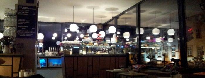Café Blumen is one of Mit Heide essen gehen.