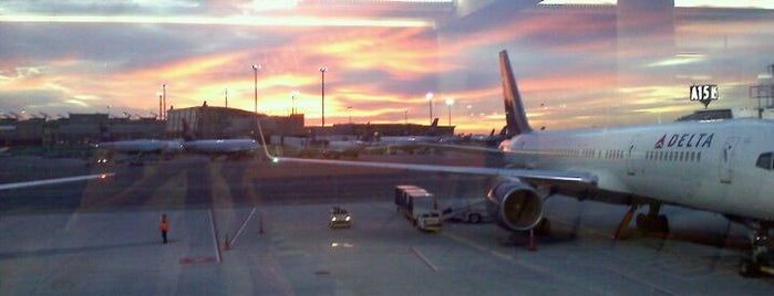 Boston Logan International Airport (BOS) is one of Airports around the World.