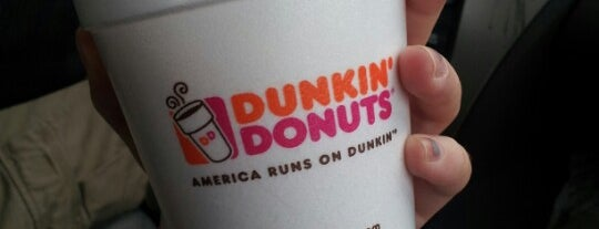 Dunkin' is one of Lieux qui ont plu à Shawntini.