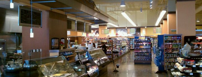 Wohlner's Neighborhood Grocery & Deli is one of Locais curtidos por Nick.