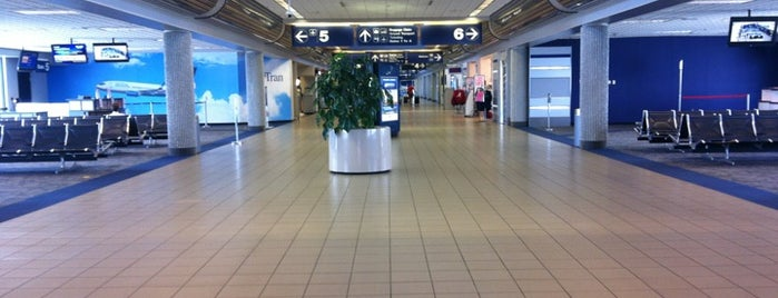 Huntsville International Airport (HSV) is one of Free WiFi Airports 2.