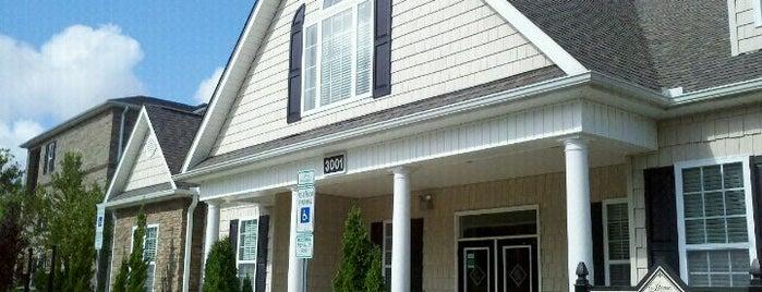 Stone Ridge Apartment Homes is one of Lisa'nın Kaydettiği Mekanlar.