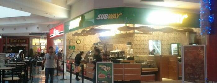 Subway is one of Lieux qui ont plu à Fran.