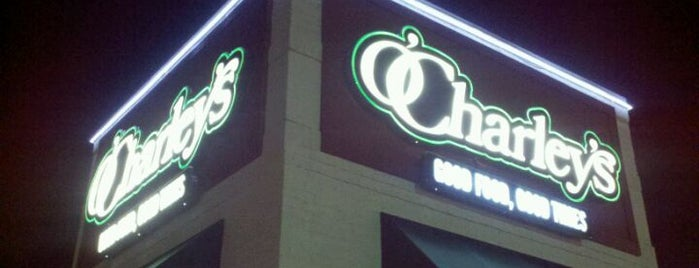 O'Charley's is one of Orte, die Julie gefallen.