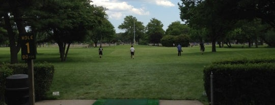 Flushing Meadows Pitch & Putt is one of Locais curtidos por Steve.