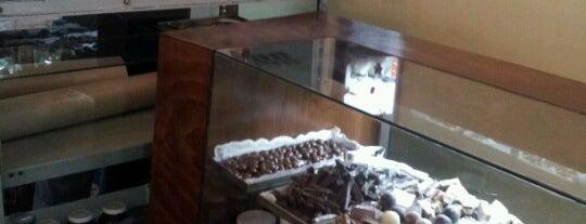 Bombon Oriental is one of Café.