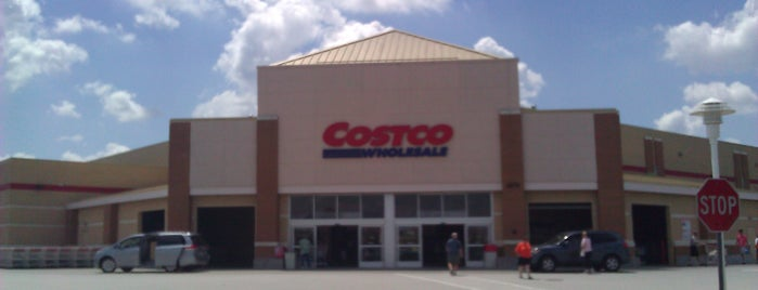 Costco is one of Locais curtidos por Christopher.
