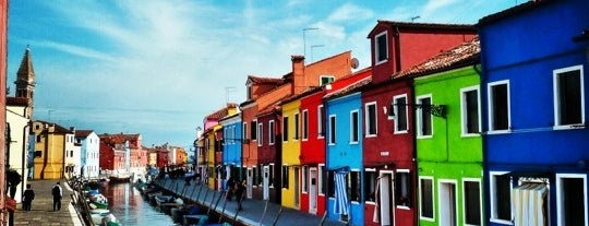 Isola di Burano is one of Venedik.