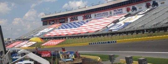 Charlotte Motor Speedway is one of Tempat yang Disukai Christopher.