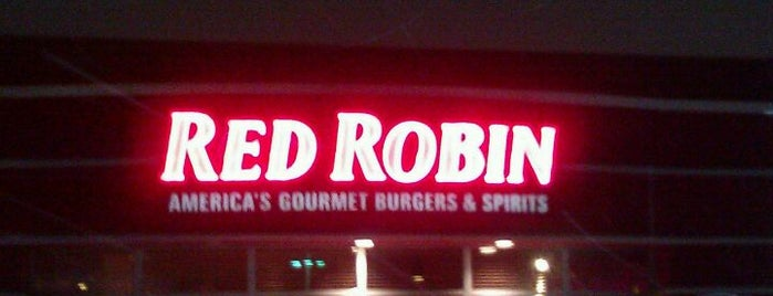 Red Robin Gourmet Burgers and Brews is one of Locais salvos de David.