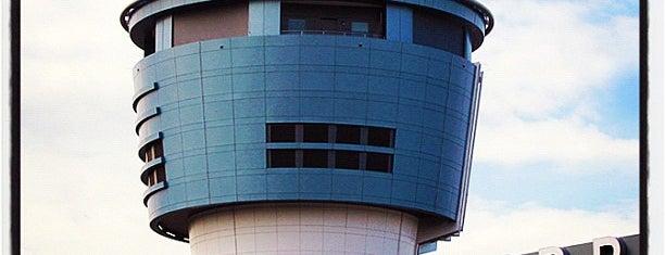 Aeropuerto LaGuardia (LGA) is one of The Crowe Footsteps.