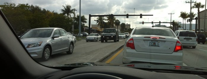Intersection E Oakland Park Blvd & Bayview Dr is one of Tempat yang Disimpan Wecando.