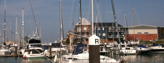 East Cowes Marina is one of Lugares favoritos de Darrell.