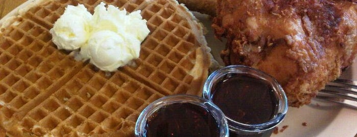 Roscoe's House of Chicken and Waffles is one of Lugares favoritos de Maki.